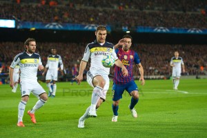BARCELONA, SPAIN - Tuesday, April 24, 2012: Chelsea's Branislav Ivanovic and FC Barcelona's Xavi Hernandez during the UEFA Champions League Semi-Final 2nd Leg match at the Camp Nou. (Pic by David Rawcliffe/Propaganda)